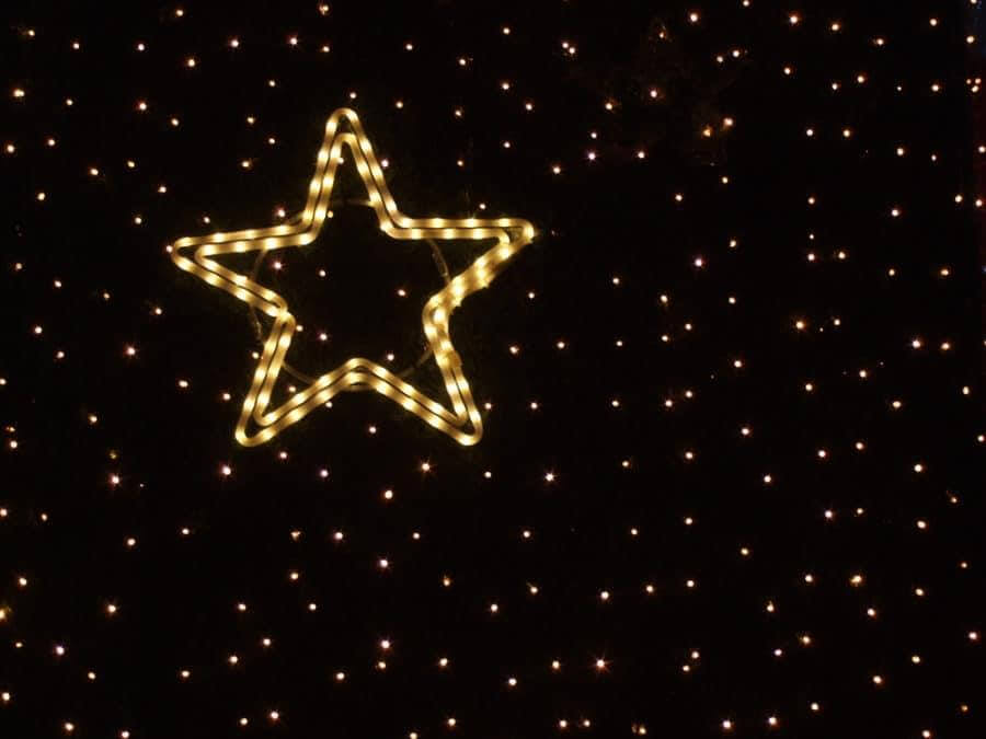 Star-Shaped Rope Light