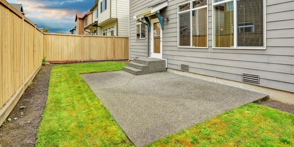 5+ Easy Ways to Clean a Concrete Patio (Without a Pressure Washer)