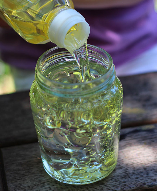 Dishwashing liquid and oil