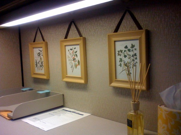 How to Hang Heavy Frames Without Nails [3 Easy Ways]