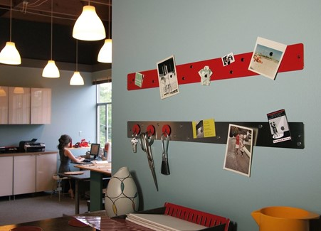 Method 1 Using Picture Hanging Strips