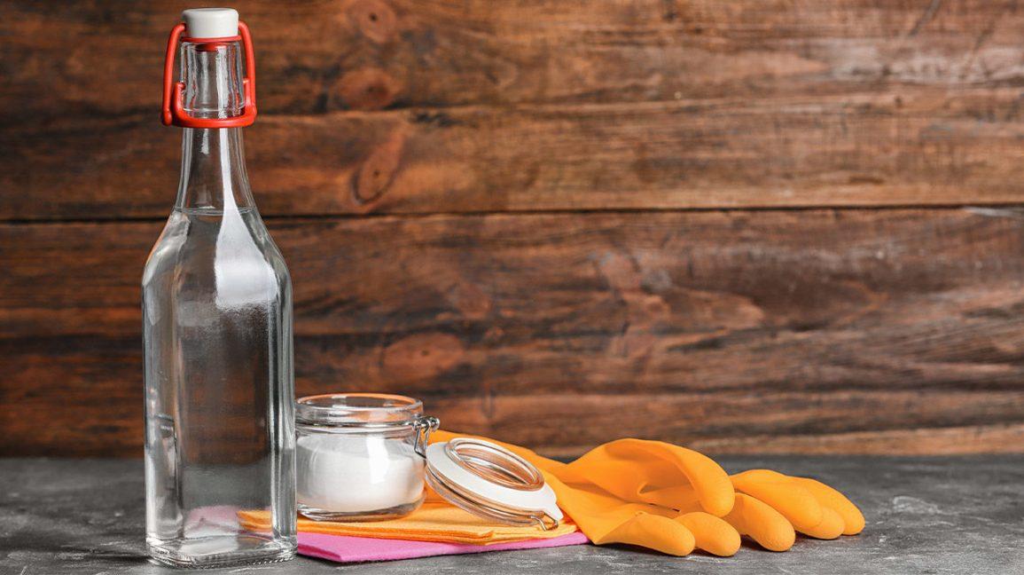 Simply Using White Vinegar