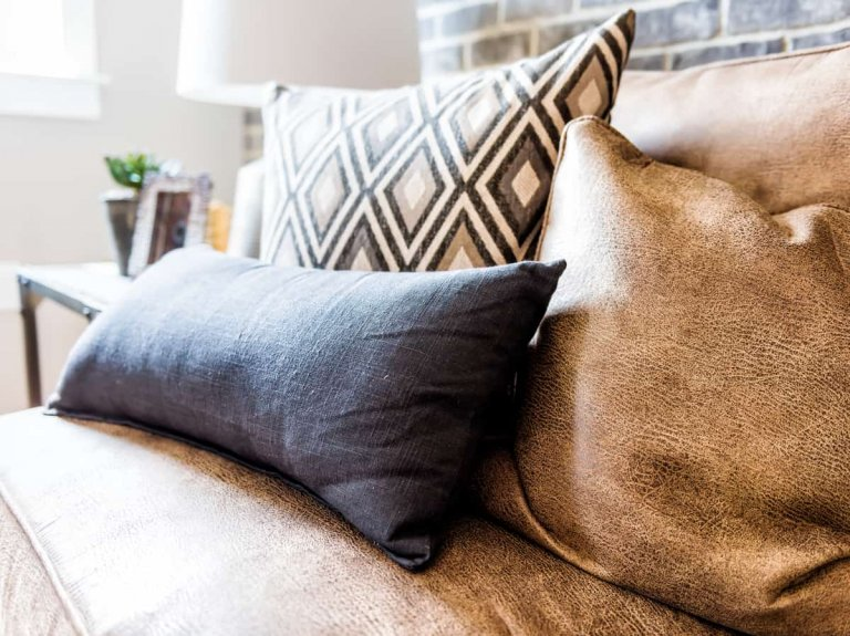 Which Throw Pillow Works Best with a Brown Couch